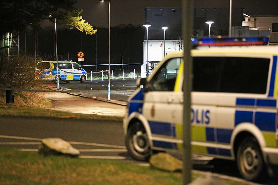 En 16–årig pojke har skjutits ihjäl i Länsmansgården på Hisingen.
