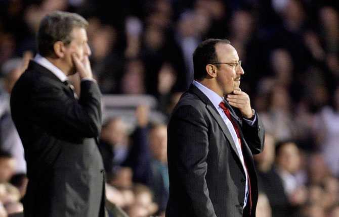 Mellan december 2007 och juli 2010 var Hodgson tränare för Fulham i Premier League. Här står han i förgrunden tillsammans med Liverpools dåvarande tränare Rafael Benitez.