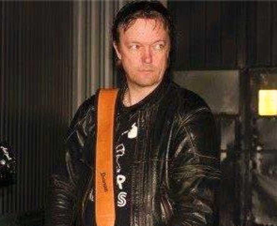 Jesper Karlsson repade med sitt band när han hörde ett svagt rop på hjälp.
