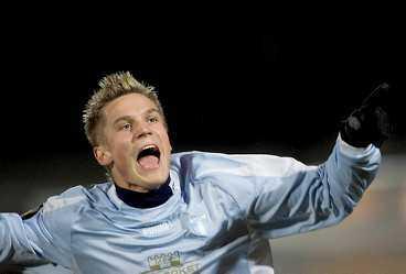 HOPPET LEVER MFF och Ajax fortsatte intensiva förhandlingar om Markus Rosenberg i går kväll.
