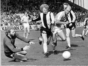 Tom Turesson ångar på mot Malmö -76