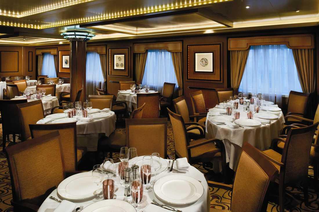 I huvudmatsalen The restaurant behöver du aldrig boka bord och menyn byts varje dag.