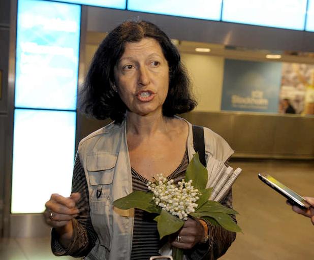 Även Victoria Strand kom med flyg från Tyskland och mötte pressen på Arlanda på tisdagskvällen.