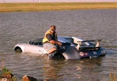 Inte varje dag en Bugatti Veyron bärgas ur havet.