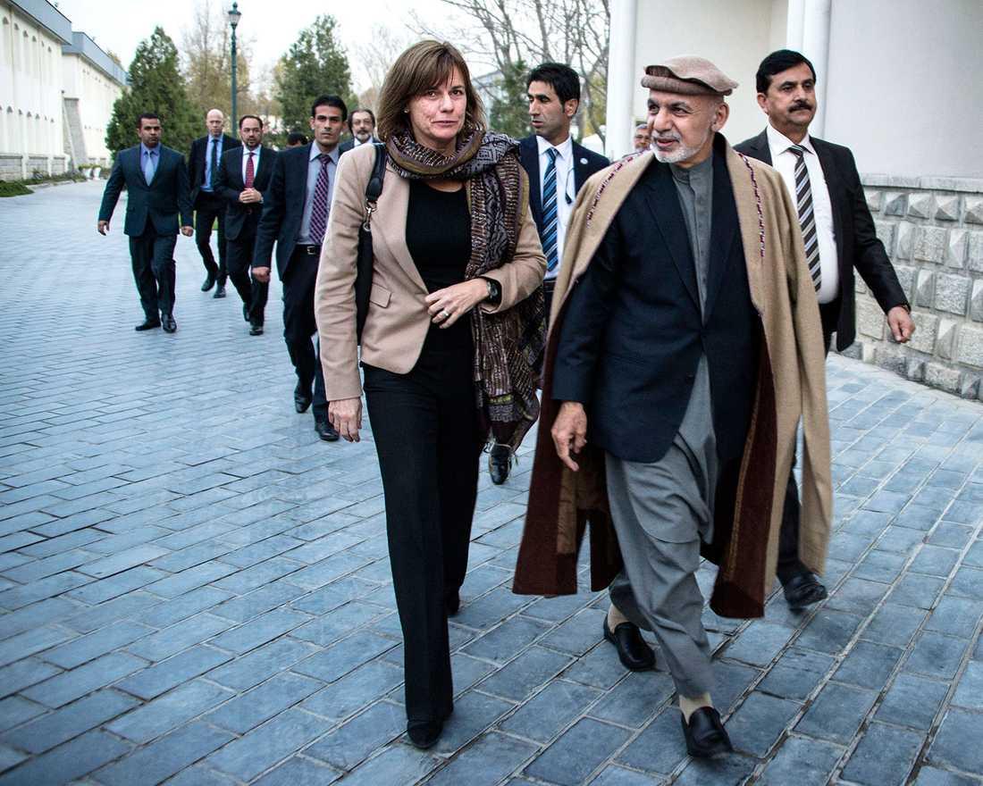 Sveriges biståndsminister Isabella Lövin under ett besök hos Afghanistans president Ashraf Ghani i Kabul i november