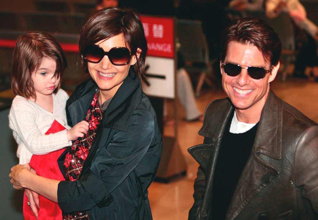 Suri tillsammans med mamma Katie Holmes och pappa Tom Cruise när de fortfarande var gifta.