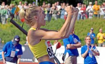 guldkandidat i VM Kajsa Begqvist kom tillbaka från skadan och tog över som världsetta direkt. I kväll tävlar hon i Sollentuna.