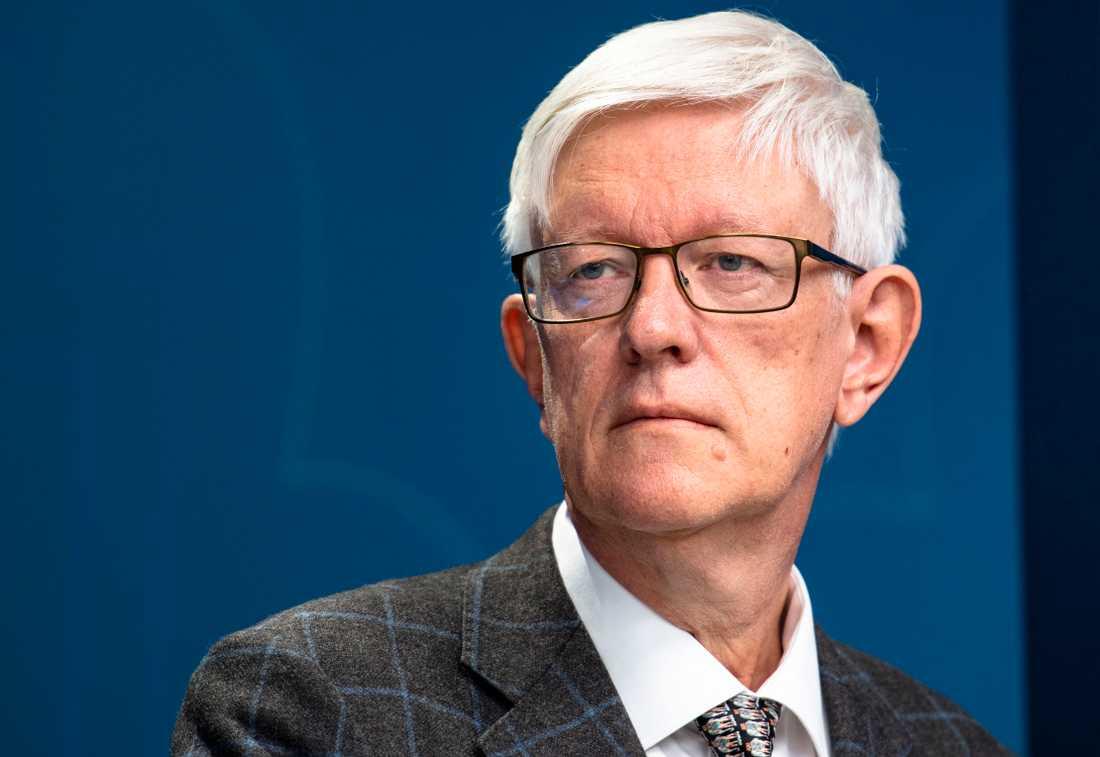 FHM:s generaldirektör Johan Carlsson säger att det kommer ta lång tid innan ett vaccin mot covid-19 kommer att få effekt på smittspridningen.