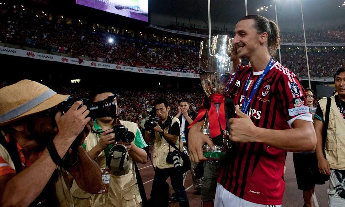 Inför säsongen 2011/12 skaffade Zlatan en ny look i form av en hästsvans. Och direkt förde han sitt Milan till ännu en titel – den här gången supercupen mot Serie A-rivalen Inter.