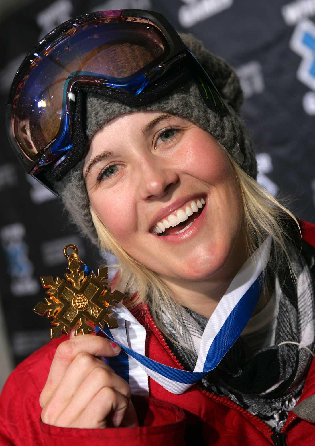 SARAH BURKE (1982-2012) Kanadensisk freestylestjärna. Avled efter skadorna hon ådrog sig av en krasch på träning.