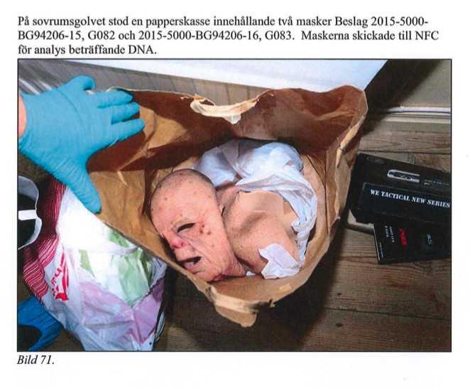 I läkarens sovrum hittades två masker.
