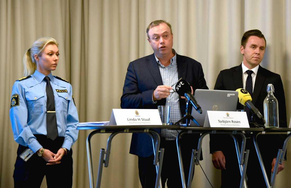 Linda H Staaf, Polismyndigheten, Torbjörn Rosén från Ekobrottsmyndigheten och Per Eleblad från Försäkringskassan presenterar den nya lägesbilden av organiserad brottslighet.