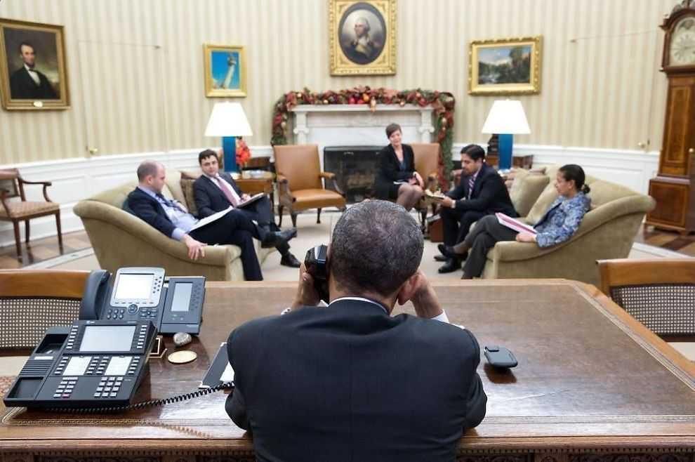 Här ringer USA:s president till Kubas president Raul Castro.