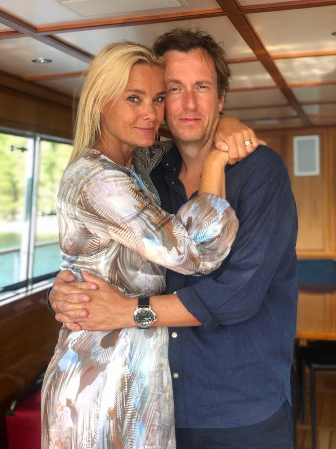 Sofia Källgren tillsammans med sin man Peer Åström.