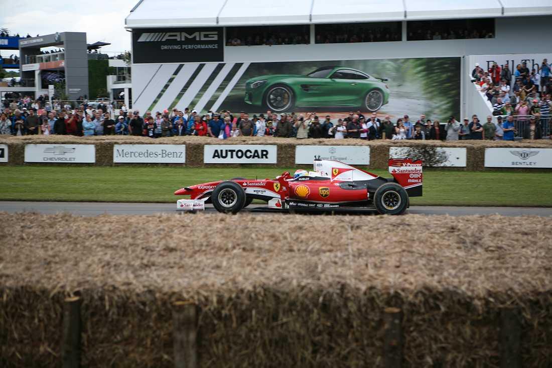 Under dagen så kördes flertalet F1-bilar, nutida och klassiska, upp för backen.