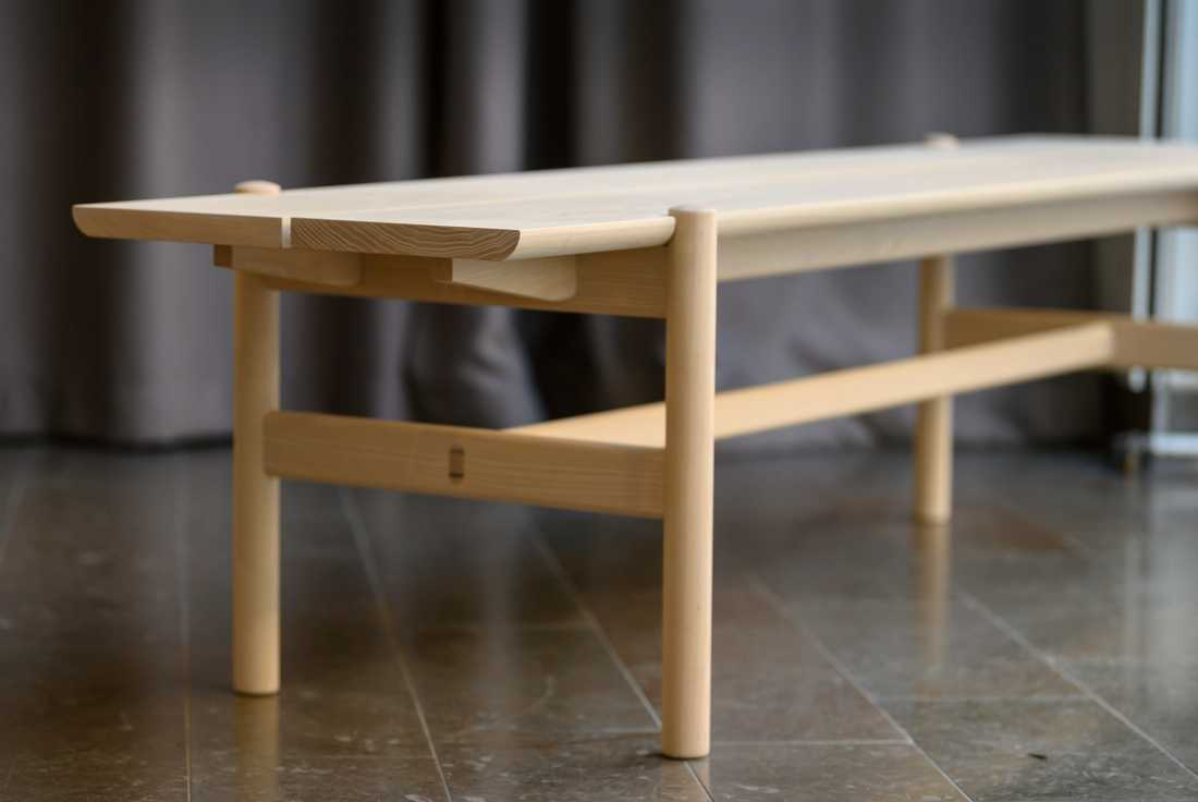 Svenskdesignade trämöbler är i fokus på utställningen Inside Swedish Design på Auktionsverket under designveckan.