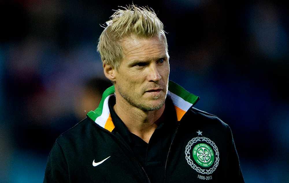 Johan Mjällby som tränare i Celtic.