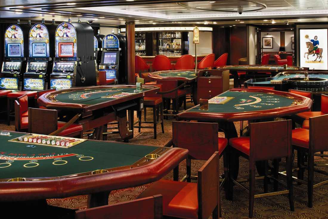 Kasinot brukar vara rederiernas bästa kassako och självklart finns ett även på Silver Spirit, som bland annat ordnar blackjack-turneringar.