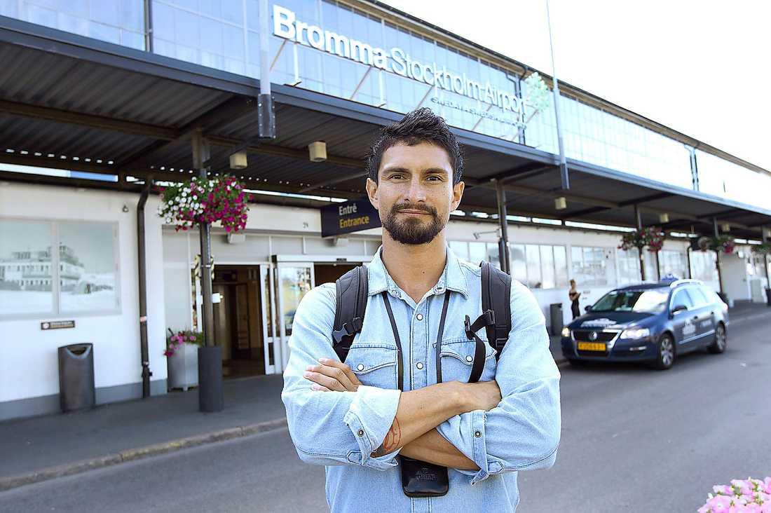 Pablo kastades ut från ett Malmö Aviation-plan utan anledning.
