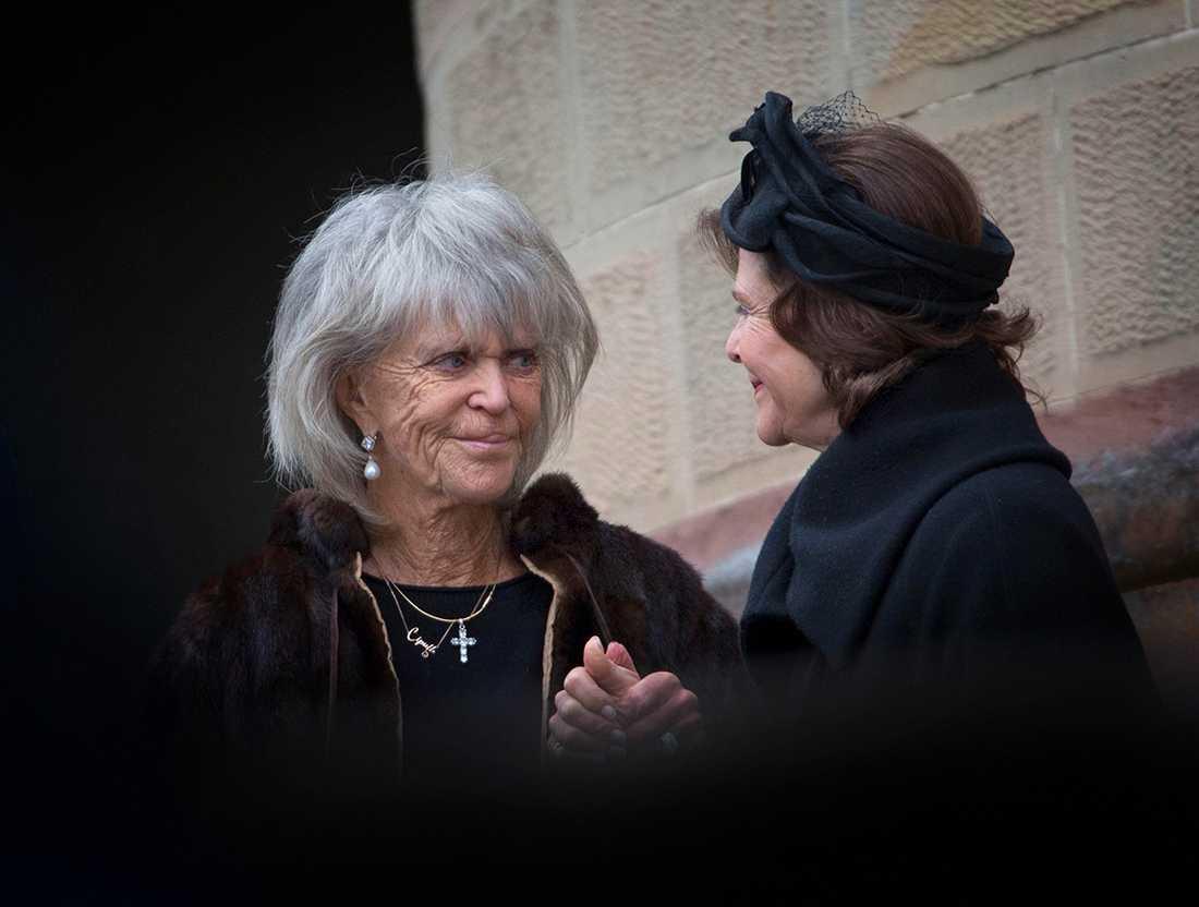 Prinsessan Birgitta och drottning Silvia under begravningen av Johann Georg av Hohenzollern-Sigmaringen.