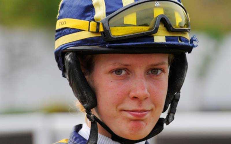 Nathalie Mortensen var under söndagen med om en hemsk olycka på Göteborg Galopp