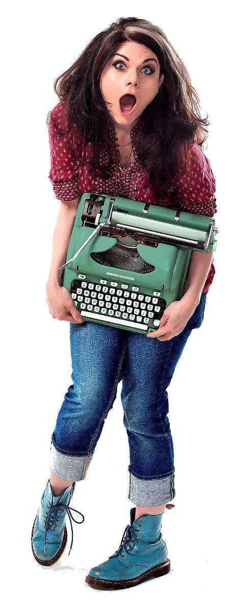 """Brittiska Caitlin Moran (född 1975), skriver krönikor för bland annat The Times. Hon slog igenom utanför England med boksuccén """"Konsten att vara kvinna"""" 2012."""