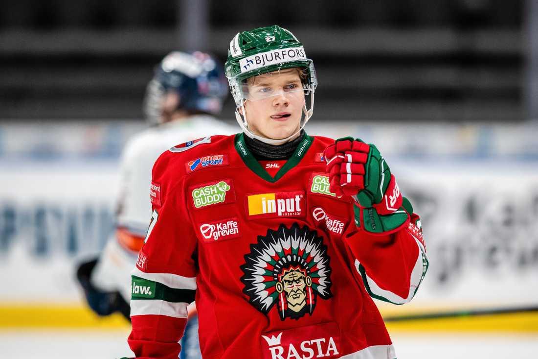 Teodor Niederbach jublar efter läcker straff mot Växjö.