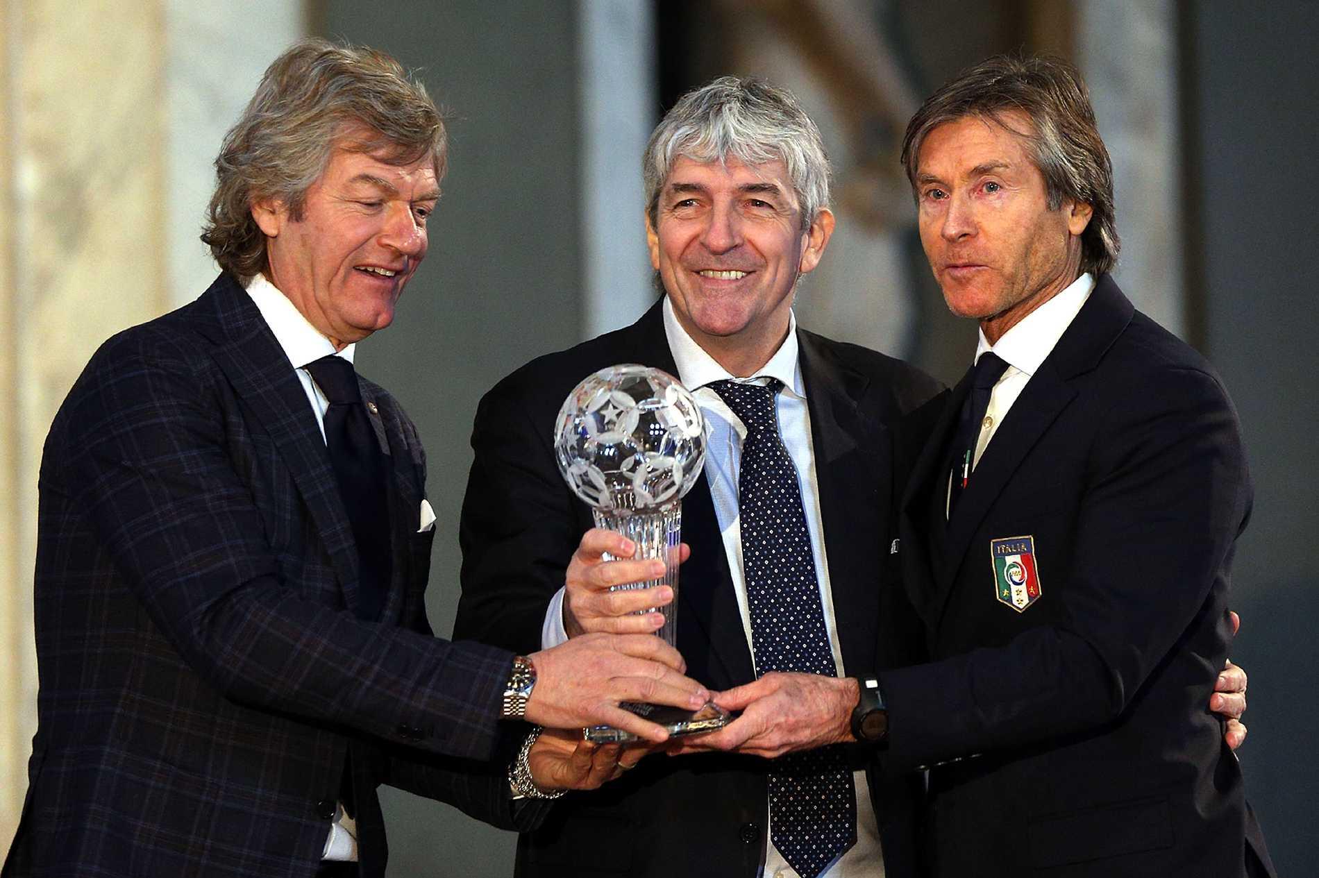 Paolo Rossi (i mitten) blev invald i det italienska fotbollsförbundets Hall of Fame 2017.