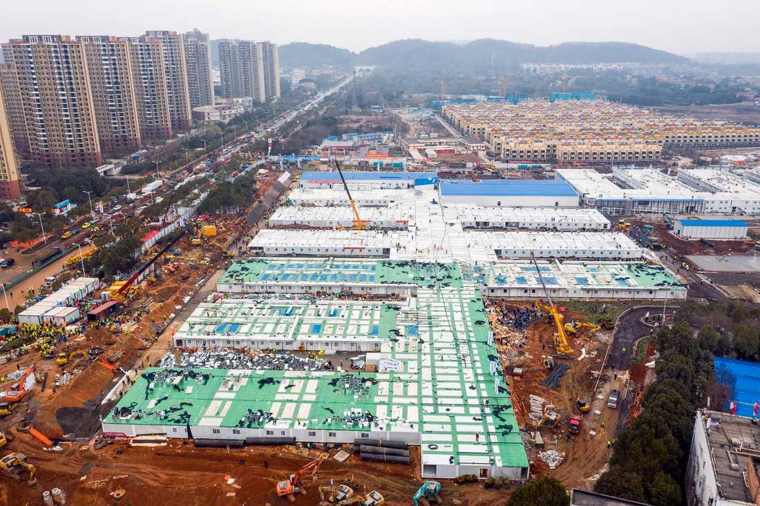 Huoshenshan-sjukhuset i Wuhan under konstruktion i helgen.