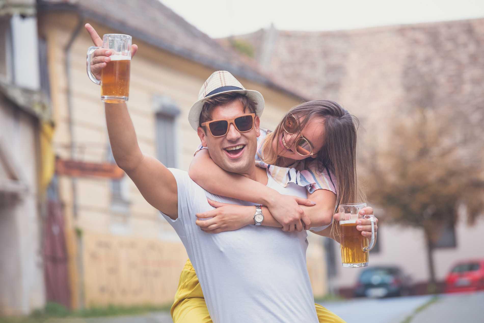 Att svenskar ofta är fulla när de är på semester är en vanlig föreställning.