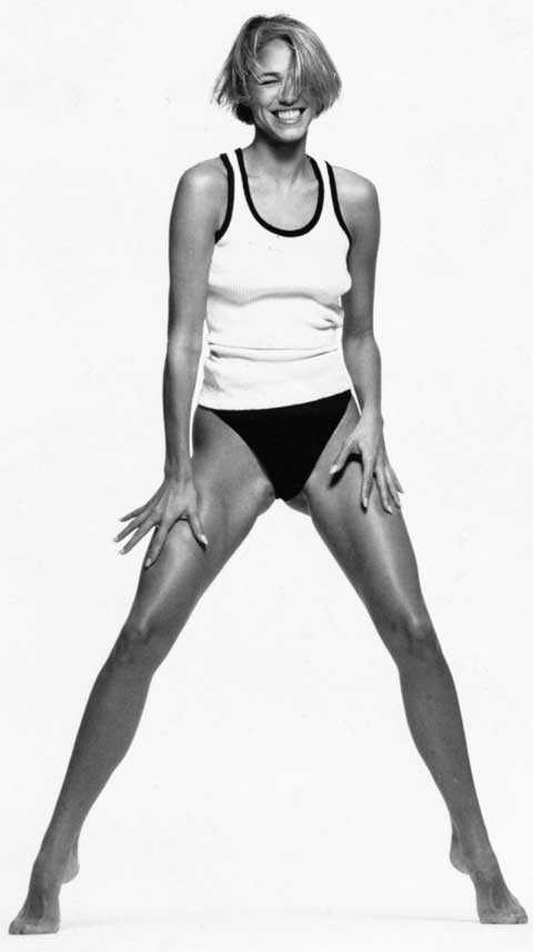 Emma Sjöberg Storögda skolelever hade stirrat på Minimjölks-planscherna som satt upptejpade på Bamba-väggarna, där fräscht solbruna Emma charmade oss att dricka mjölk. Nu stegade hon fram på catwalken, förtrollade George Michael i musikvideor och frontade kampanjer för Lanvin och Versace.