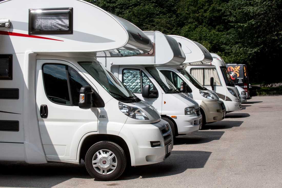 De senaste sex åren har antalet registrerade husbilar ökat med 50 procent och i år när fler svenskar kommer få tillbringa semestern på hemmaplan förväntas intresset öka allt mer. Nu varnar Trafikverket för att husbilarna kan utgöra en livsfara.