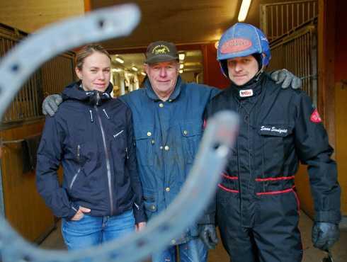 Stall Ratu från Umåker. Chefen Ingemar Hultqvist i mitten med sina anställda Malin Viklund och Samu Sundqvist.