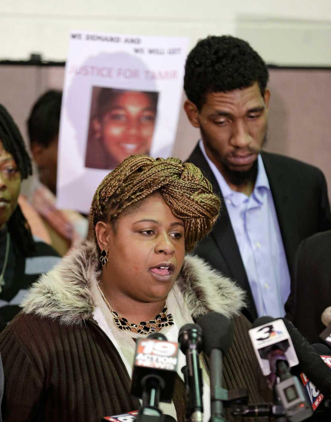 Tamir Rice mamma Samira Rice pratade under en presskonferens i Cleveland i början av december förra året.