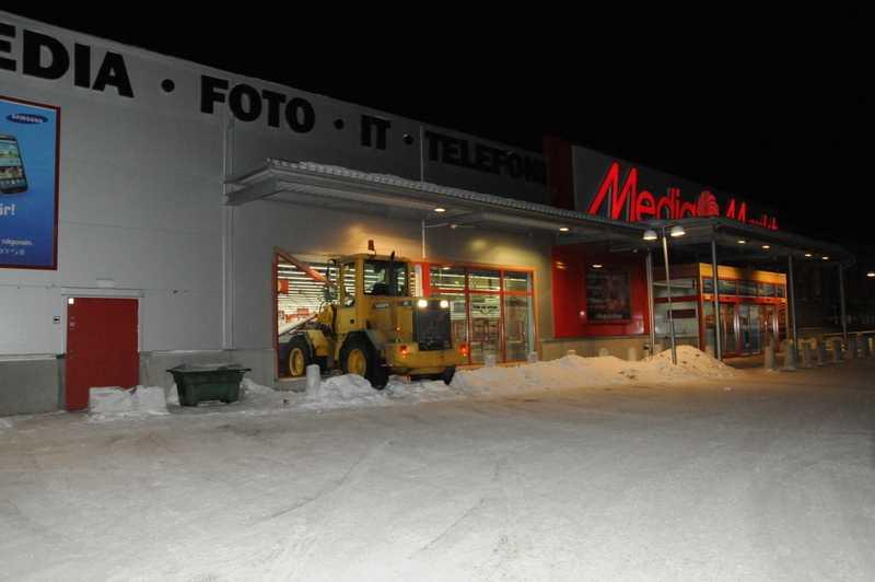 Serieinbrott med bilar och traktor   Aftonbladet