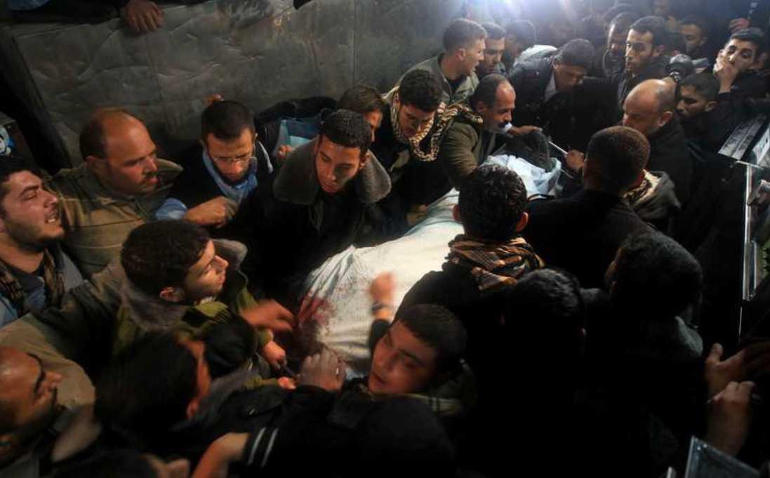 25 döda AP uppger att 25 människor, varav fem civila, dödades under de fyra dagarnas attacker vid Gazaremsan.