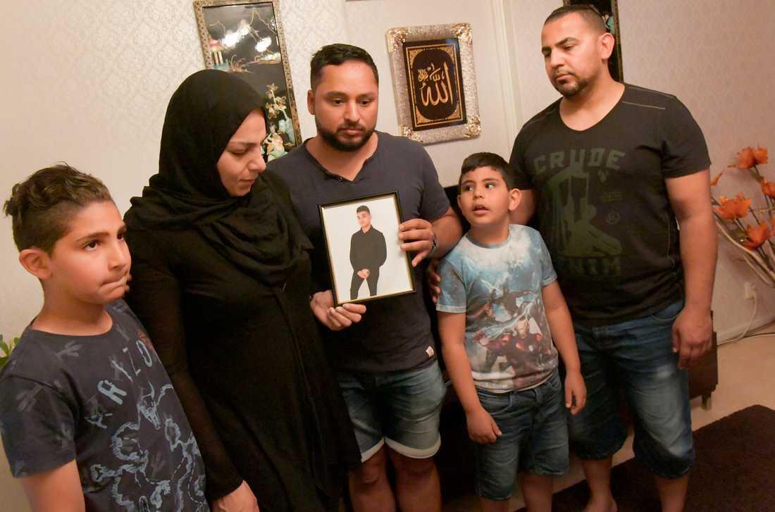 Från vänster Josefs lillebror Ahmed, mamma Hala Al-Hamadi, morbror Noor Al-Hamadi, lillebror Ibrahim ochpappa Mohammed Al-Wendawi.