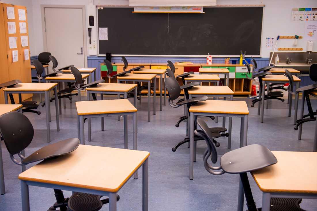 En grundskola i Söderhamn stänger efter larm om att flera personer på skolan har insjuknat i covid-19. Arkivbild.