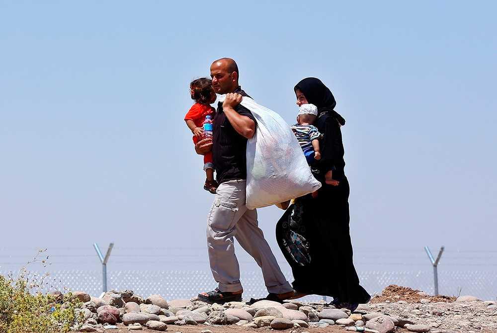 Irakier som har flytt våldet i deras hemstad i Mosul anländer till flyktinglägret Khazir utanför staden Irbil i Irak.