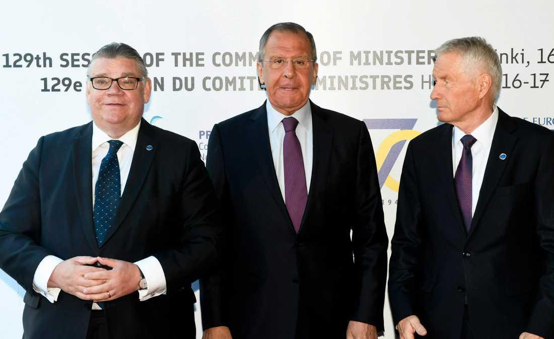 Finlands utrikesminister Timo Soini, Rysslands dito Sergej Lavrov och Europarådets generalsekreterare Thorbjørn Jagland i Helsingfors.