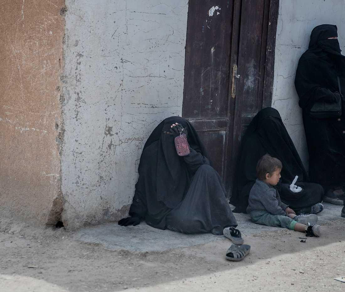 IS-lägret Al-Hol. Arkivbild från april i år. Personerna på bilden har inget med artikeln att göra.