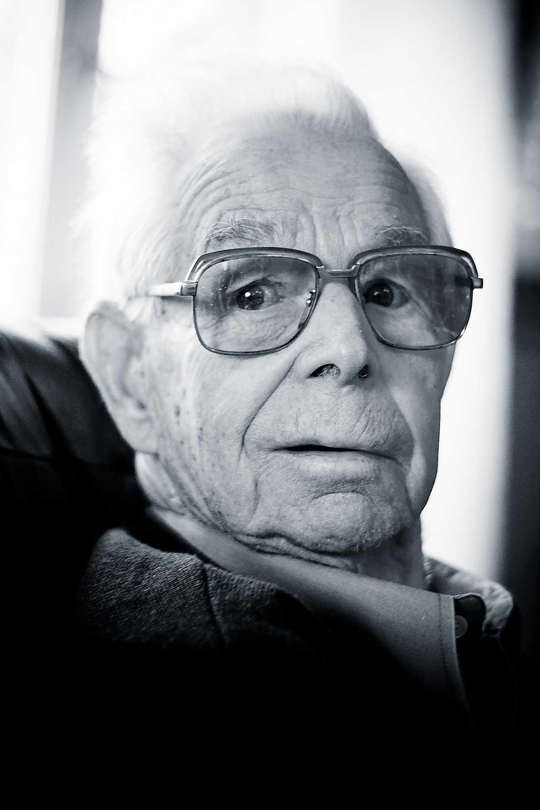 Gösta dog på väg till sjukhuset efter att blödande ha nekats hjälp tre gånger.
