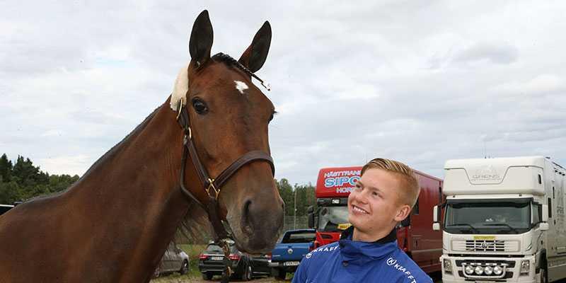 Jonas Oscarsson och favorithästen: Zara Kronos.