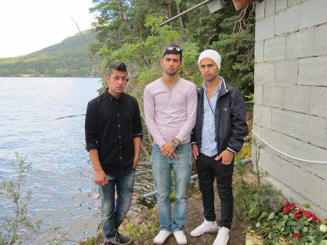 """VISAR GÖMSTÄLLET  Woria Kamil Ahmad, 17, Mohammed Abdul Rahman, 20, och Yusuf Najdat Sediq, 19, är tillbaka på Utøya. De minns skräcktimmarna från Anders Behring Breiviks massaker sist de var här, på AUF:s sommarläger. """"Han stod bara några meter från mig och sköt omkring sig"""", berättar Woria för norska Verdens Gang."""