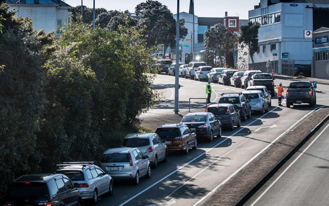 Bilar köar till ett testställe i Auckland på torsdagen.