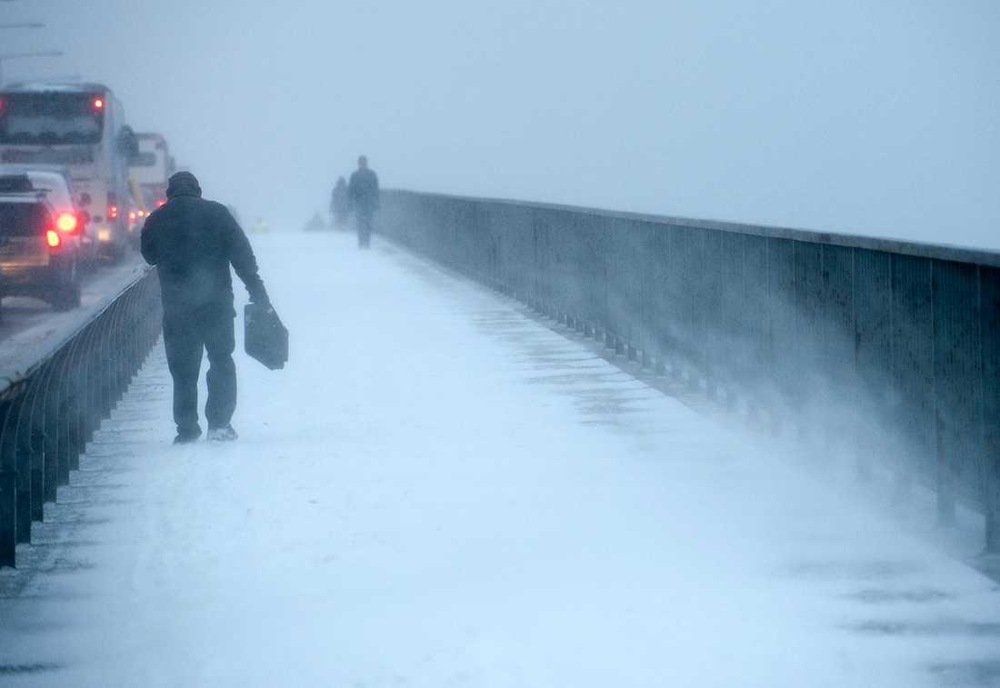 """Kylan kommer – igen Snöovädret drar bort natten till lördag. Sedan kommer det kyliga vädret tillbaka. """"Det kan bli riktigt kallt. Hela nästa vecka ser det ut att bli minusgrader i hela landet"""", säger Linnea Rehn, SMHI.Foto: Henrik Montgomery/SCANPIX"""
