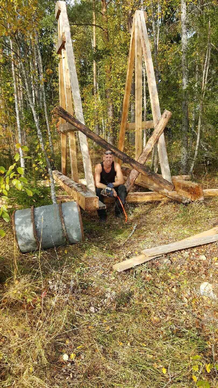 Richard hade en massa skrot på sin nya bondgård –så han byggde en trebuchet.