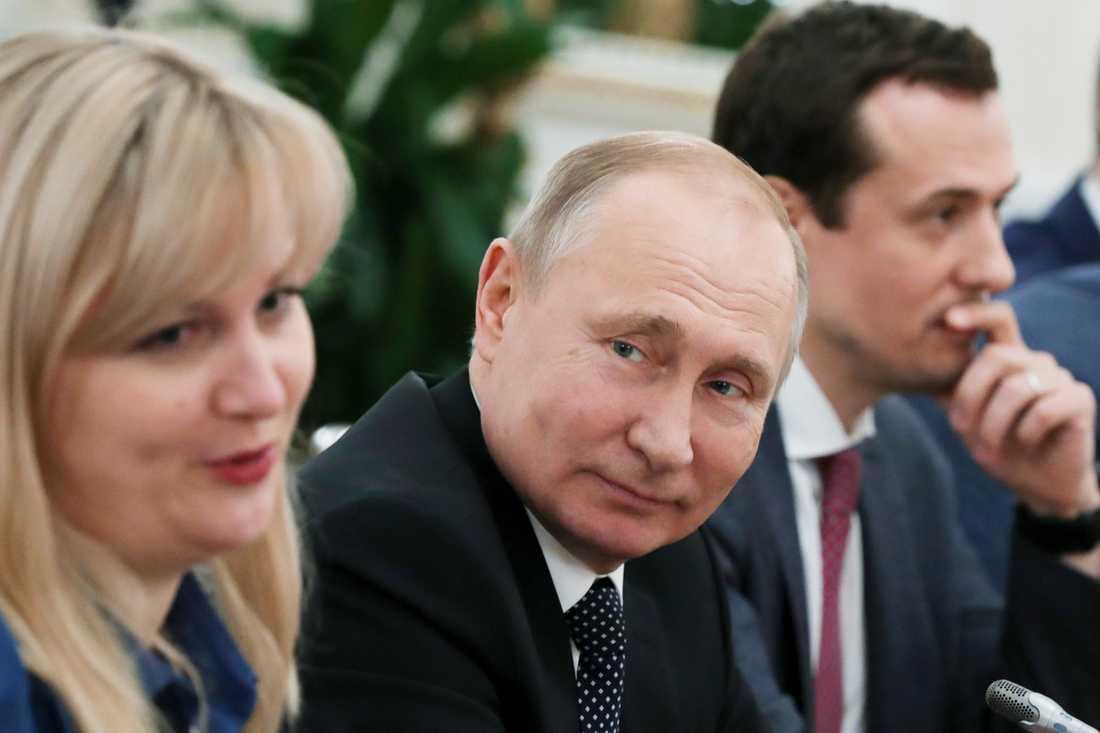 Hillary Clintons demokrater skyllde valförlusten på Vladimir Putins Ryssland – i stället för att rannsaka sig själva.