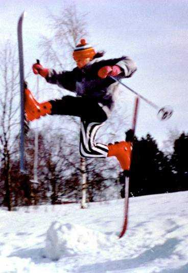 En ovanlig syn. Elofsson på den andra typen av skidor.