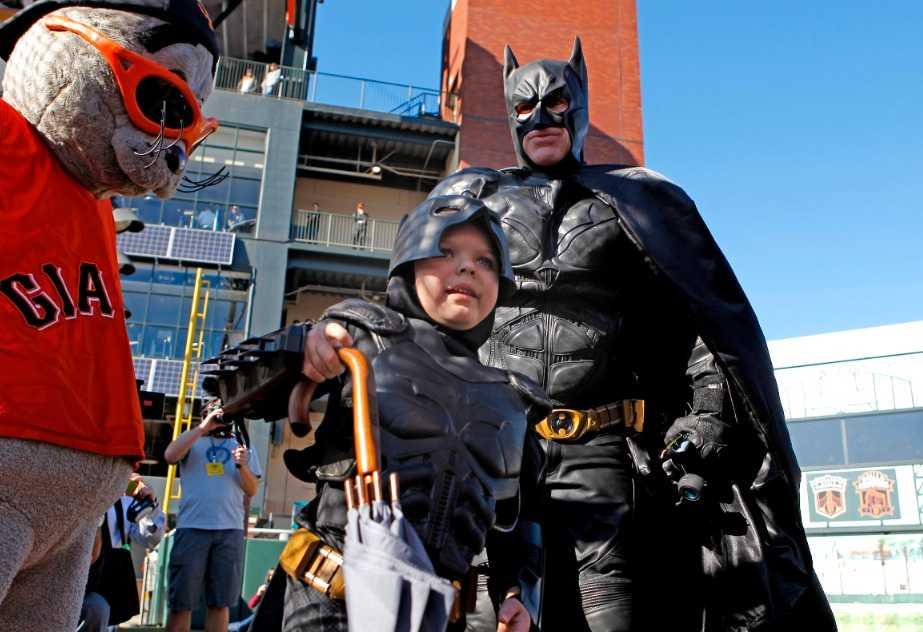 Här ställer Batman upp för pojken